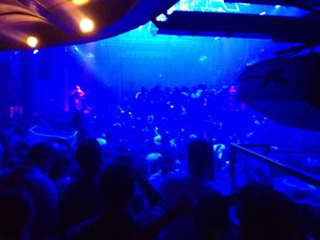 dj bailar på club i Ibiza